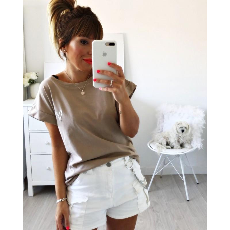 Camiseta corazón bordado beige