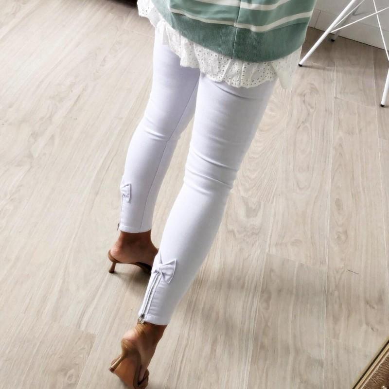 Pantalón blanco lacitos