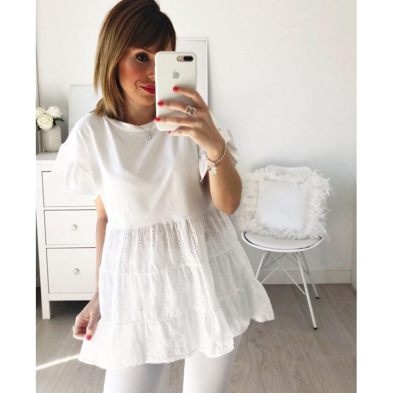 Camiseta perforada blanca