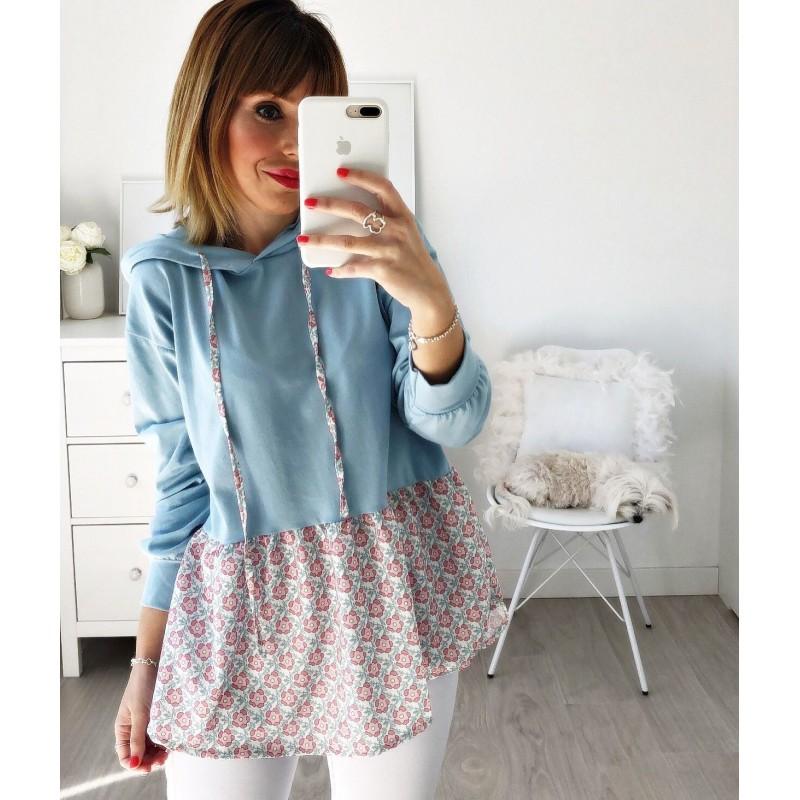 Camiseta capucha flores azul